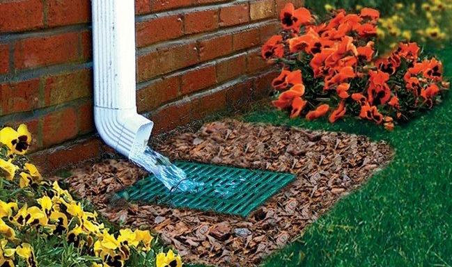 Landscape drainage with grate